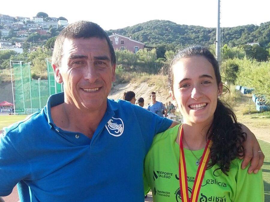 Claudia Puig se cuelga la medalla en el nacional juvenil