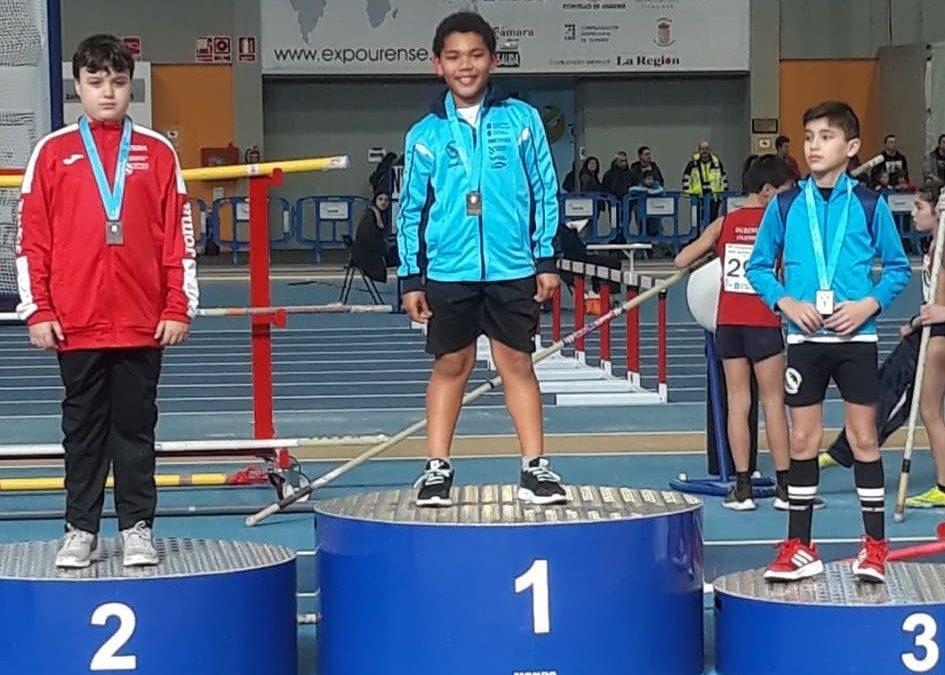 Fiesta de participación y tres medallas en los campeonatos gallegos de Pista cubierta sub 10 , sub 12 y sub 14.