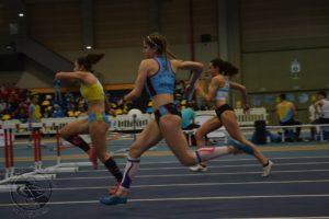 Lucía Ferrer en los 60m vallas.
