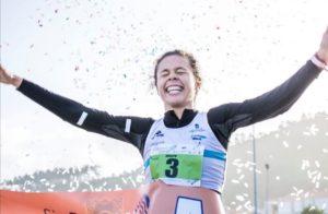 Joselyn Brea llega primera a la meta en la carrera Sin-Son 10km.