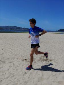 Dani Chamosa entrenando por la playa
