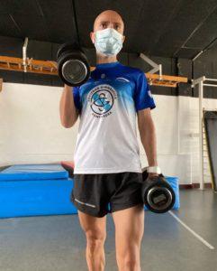 Manuel Hurtado entrenando con mascarilla