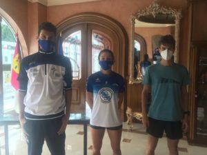 Atletas de la Sociedad Gimnástica de Pontevedra que participaban con la Selección Gallega. De izquierda a derecha: Carlos Porto, Eugenia Gil y Daniel Chamosa