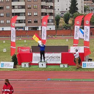 Víctor Gallego recibió una placa conmemorativa por ser el atleta que más veces ha quedado campeón gallego